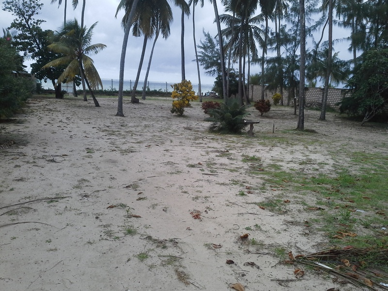 BAMBURI BEACH, MOMBASA